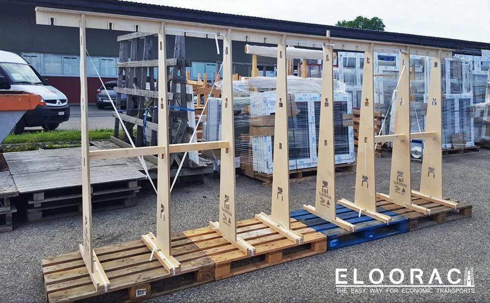 Abbildung eines Eloorac Transportgestells für sehr große Fenster welches aus 4 Eloorac Standard Sets zusammen gebaut wurde. Aus dem gleichen Gestell, werden bei der nächsten Nutzung wahrscheinlich 2 kürzere Fenstergestelle kreiert. Eloorac ist halt wie LEGO System individuell anpassbar.