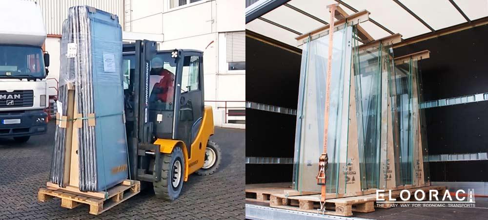 Abbildung von Eloorac Glasböcken bzw. Glastransportgestellen auf denen grosse und hohe Glasscheiben sowie Ganzglastüren aus 8 mm ESG Glas, stehend transportiert werden. Durch den aufrechten Transport oder Einlagerung der Glastüren wird sehr viel Stellfläche eingespart.